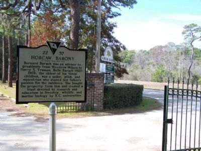 Hobcaw Barony Marker at Hobcaw Road, along US 17 image. Click for full size.