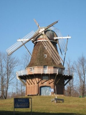 Volendam Windmill image. Click for full size.