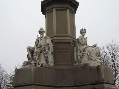 Front of Monument and Figures image. Click for full size.