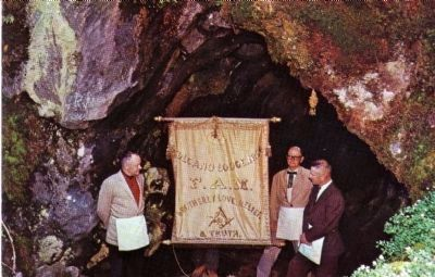 Volcano Masonic Cave image. Click for full size.