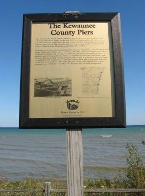 The Kewaunee County Piers Marker image. Click for full size.