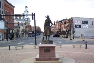 Annie Oakley Statue image. Click for full size.