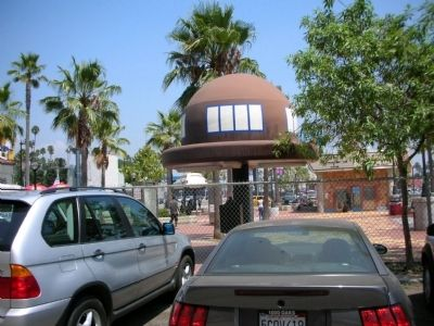 The parking lot Where the Brown Derby once stood image. Click for full size.