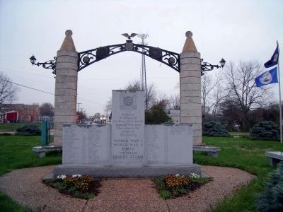 War Memorials in Washington Circle, Hopwell, Va.. image. Click for full size.