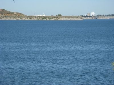 Folsom Lake with Folsom Dam in the Background image. Click for full size.