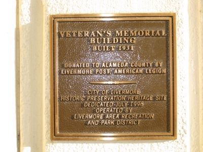 Veteran's Memorial Building Marker image. Click for full size.