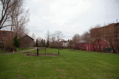 Dunham Tavern grounds image. Click for full size.