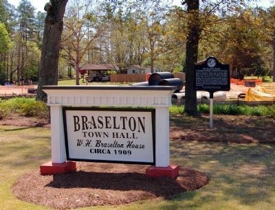 The Braselton Family Marker and Braselton Town Hall Sign image. Click for full size.