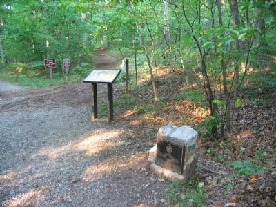 The Start of the Ball's Bluff Walking Trail. image. Click for full size.