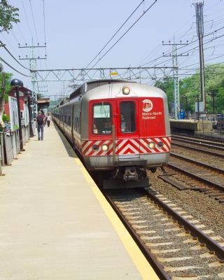 Metro North Railroad Multiple Unit (M. U.) train image. Click for full size.