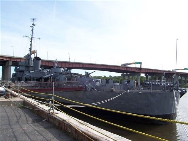 The museum ship, U.S.S. SLATER image. Click for full size.