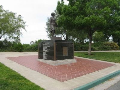 The Cannery Lady Monument image. Click for full size.