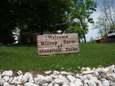 Hilltop Farm Sign - - Mansfield image. Click for full size.