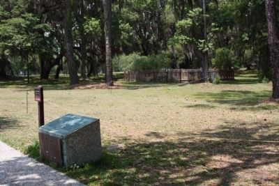Fort Frederica Marker,near vivitor along path to Fort ruins image. Click for full size.