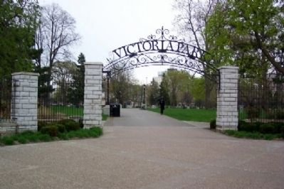 Victoria Park Entrance image. Click for full size.