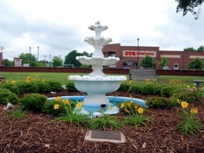 Mrs. Emmie Fulmer Marker and Fountain image. Click for full size.
