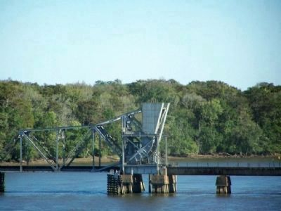 Crossing the Savannah - Present-day railroad bascule bridge (CSX lines) image. Click for full size.