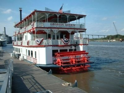 Stern-wheeler, as mentioned, dockside in Savannah image. Click for full size.