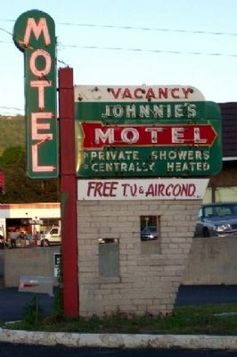 Johnnie's Motel Neon Sign image. Click for full size.