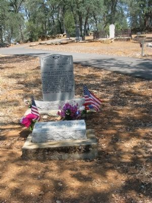 Thomas McCarty Gravesite image. Click for full size.