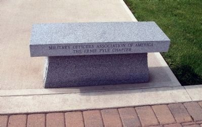 Bench in Memory of Ernie Pyle image. Click for full size.