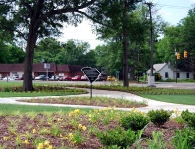 Anderson County Courthouse Annex Park and Marker -<br>River Street in the Background image. Click for full size.