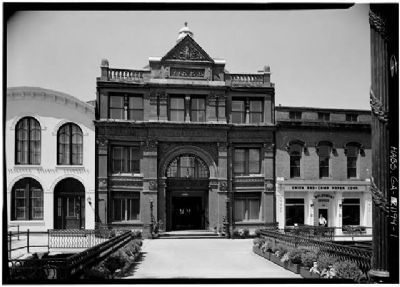 Old Savannah Cotton Exchange image. Click for more information.