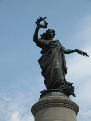 The statue on top of the Monument image. Click for full size.