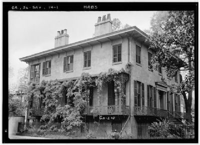 Colonial Dames- Andrew Low House,side view image. Click for more information.
