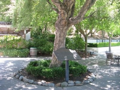 Cresta Blanca Winery Marker and Courtyard image. Click for full size.