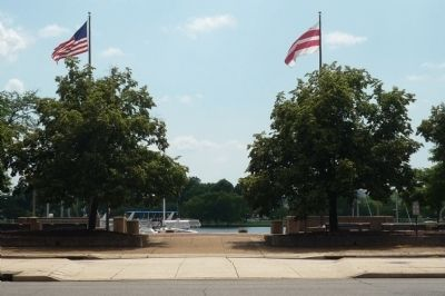 View from Escape from Slavery Marker toward Potomac River marina image. Click for full size.