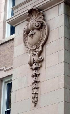 Left Side of Monroe Street Entrance to Courthouse image. Click for full size.