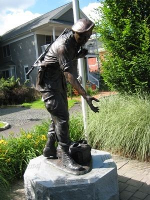 Sgt. Larry W. Maysey Statue image. Click for full size.