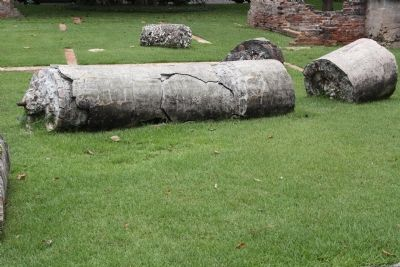 Palmetto Bluff Wilson Ruins: a fallen column image. Click for full size.