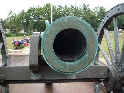 Muzzle View - - 24-pdr Field Howitzer Model 1841 image. Click for full size.