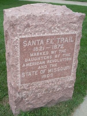 Closeup of D.A.R. Santa Fe Trail Marker image. Click for full size.