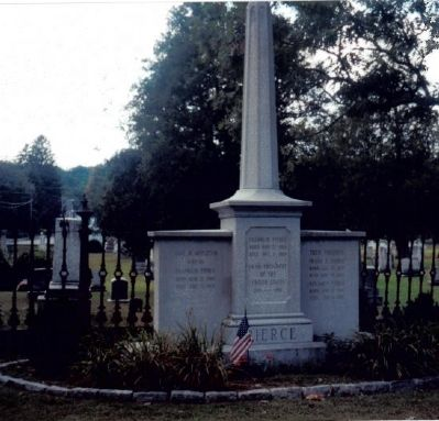 Grave of Franklin Pierce image. Click for full size.