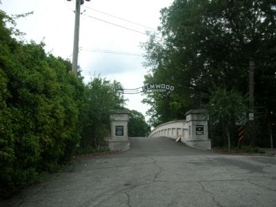Elmwood Cemetery Entrance image. Click for full size.