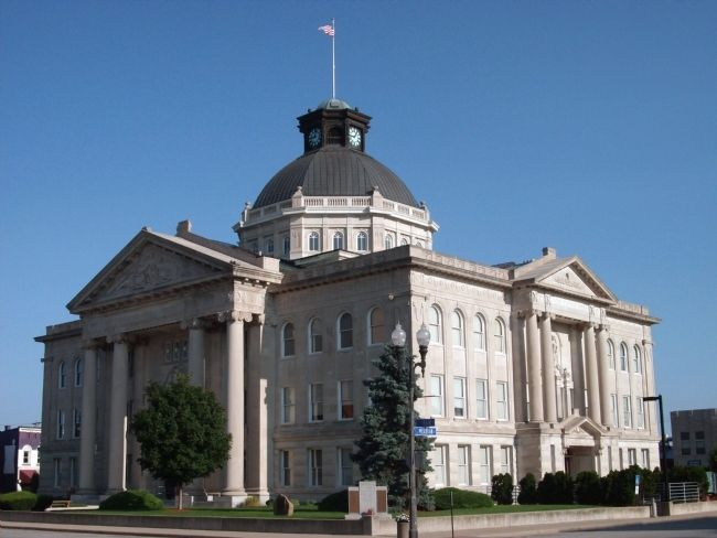 South/East View - - Boone County Courthouse image. Click for full size.