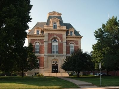 North End of the Benton County Courthouse image. Click for full size.