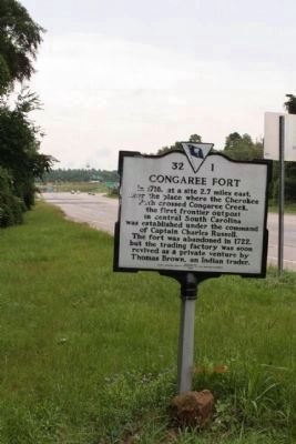 Congaree Fort Marker Looking southbound along Charleston Hwy image. Click for full size.