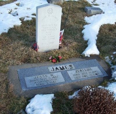 Jesse James Headstone image. Click for full size.