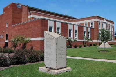 Lexington County World War I Monument -<br>Old Courthouse in Background image. Click for full size.