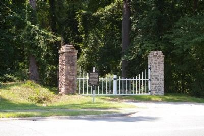 Georgia Warm Springs Foundation Gates and Marker image. Click for full size.