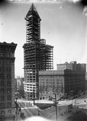 Smith Tower under construction - 1913 image. Click for full size.