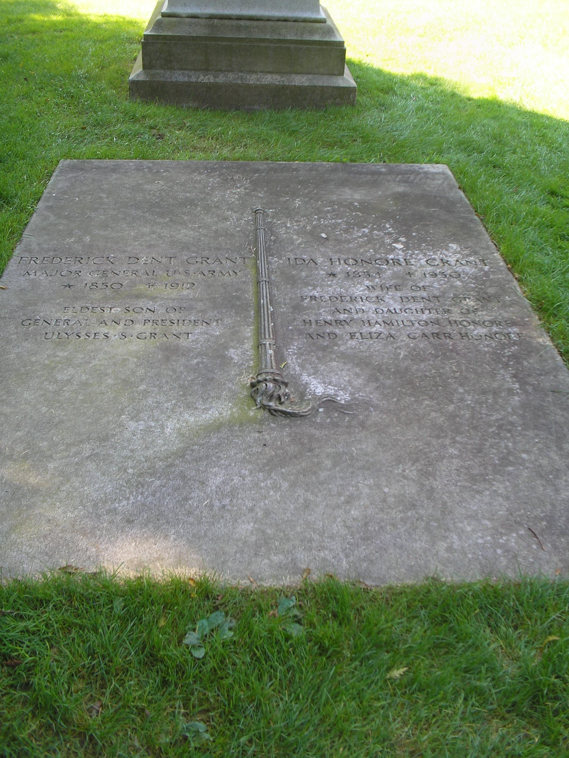 Grave of Frederick and Ida Grant