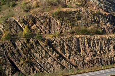 Sideling Hill Cut South Bench image. Click for full size.