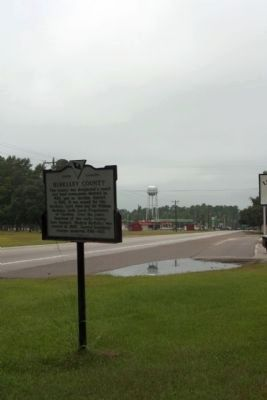 Berkeley County Marker,lookins south US 17A into Jamestown, SC image. Click for full size.
