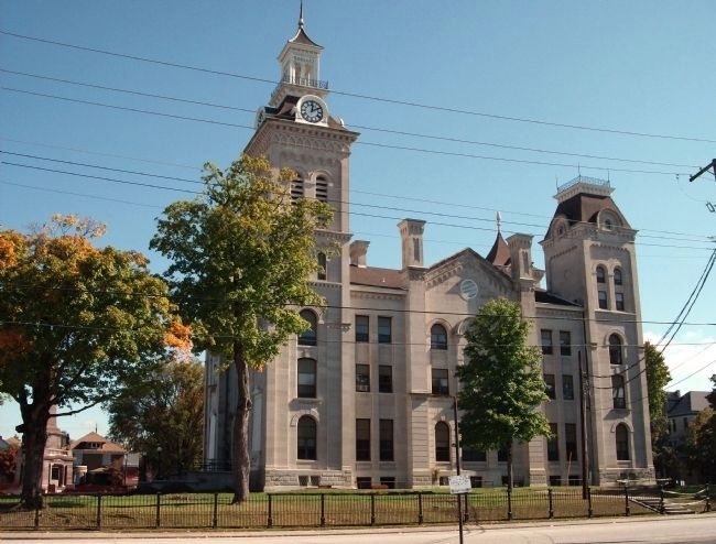 South/West Side - Knox County Courthouse - - Vincennes, Indiana image. Click for full size.