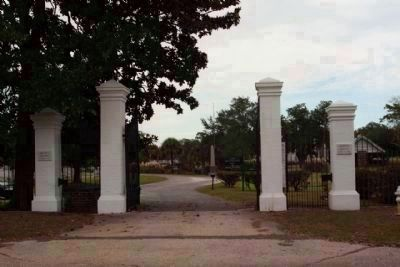 Magnolia Cemetery entrance along Huguenin Avenue, east on Cunnington Avenue image. Click for full size.
